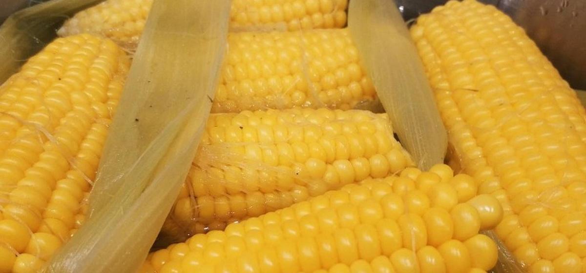 Как приготовить сочную и сладкую кукурузу. Видео