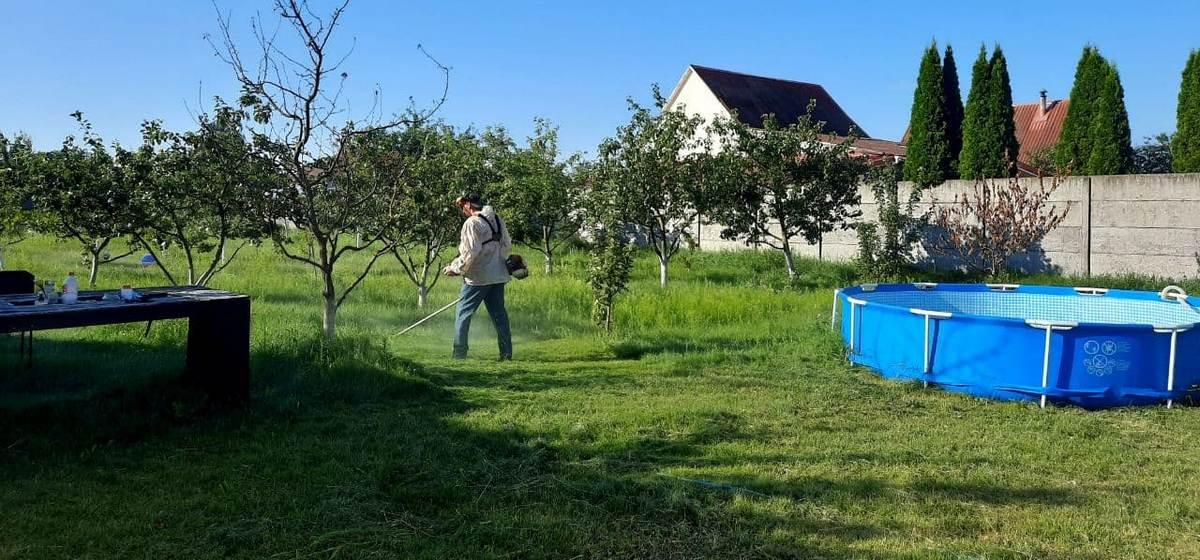 Легко ли найти косца и сколько берут за покос травы в Барановичах