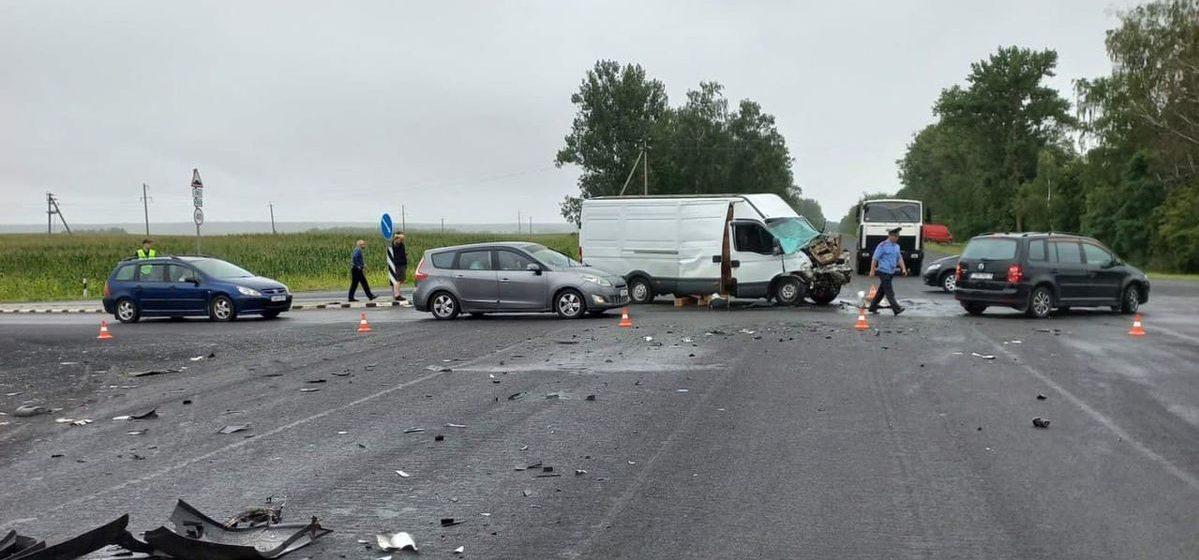 Уголовное дело возбуждено в отношении водителя IVECO, не пропустившего автобус под Барановичами