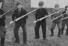 «Метали гранаты в школьный подвал». Как проходили уроки допризывной военной подготовки в 1980-х – начале 2000-х
