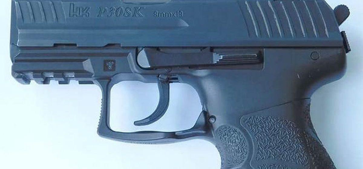 Житель Бреста купил автомобиль и во время уборки в салоне нашел пистолет с патронами