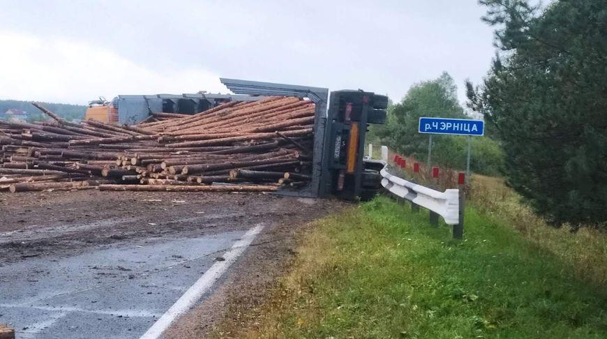 Лесовоз перевернулся под Логойском – погиб один человек