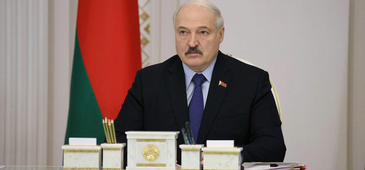 Уборка улиц и ремонт памятников: Лукашенко нашел занятие молодежи