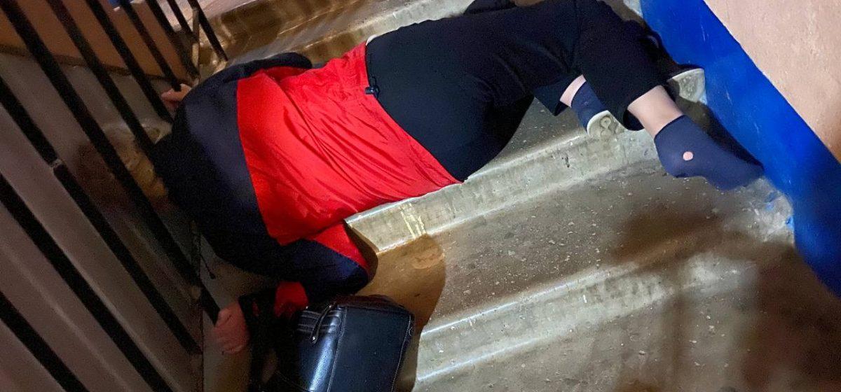В Минске голова женщины застряла в лестничных перилах, пришлось вызывать МЧС