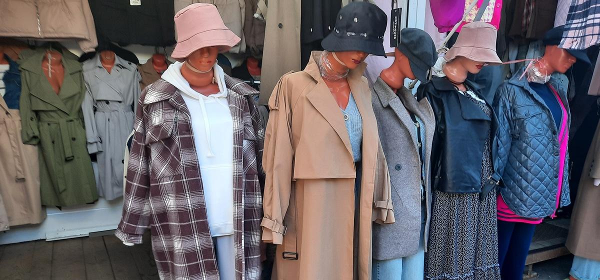 Сколько стоит один комплект модной одежды на разных рынках в Барановичах? Фоторепортаж