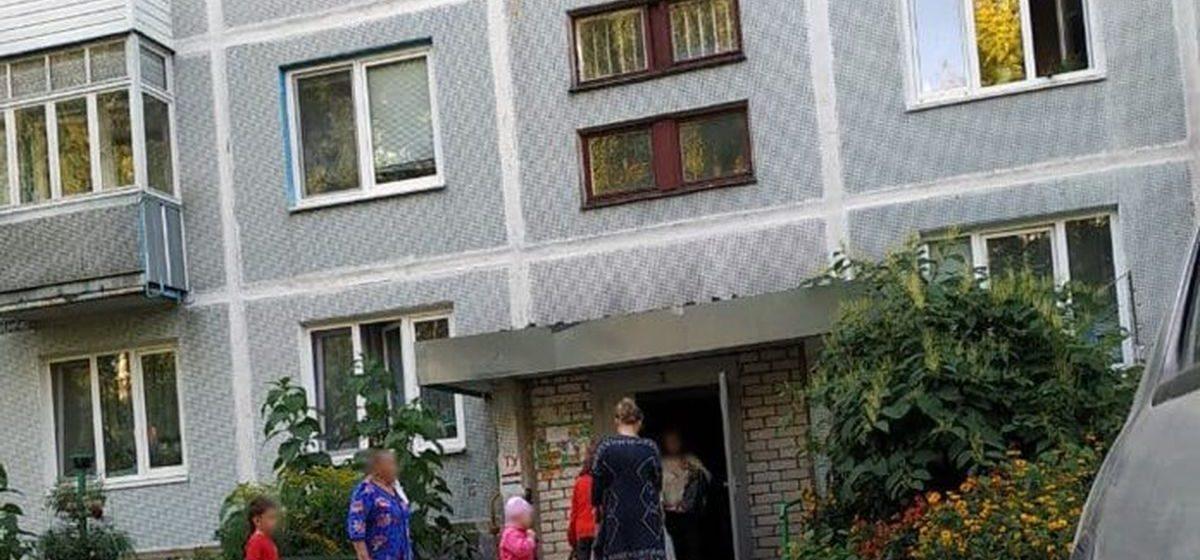 Шестилетняя девочка выпала из окна в Слуцке, ее брат прыгнул следом за ней