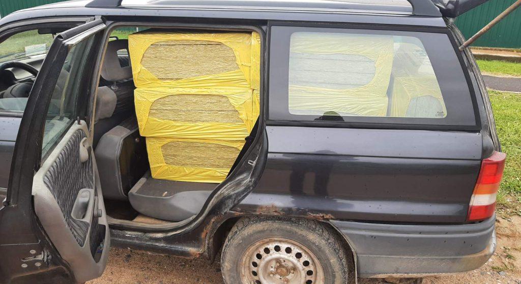 Ляховичский строитель продал другу лист минваты, а того задержало ГАИ. Вот что было потом