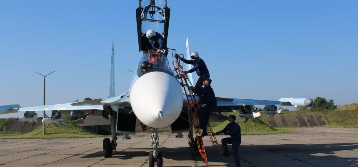 Авиационные подразделения вооруженных сил России и Беларуси заступили на боевое дежурство в Барановичах. Фотофакт