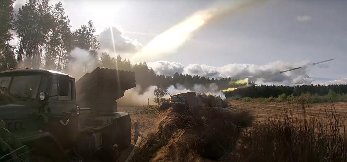 «Крупную группировку врага накрыли массированным огнем под Барановичами». Как проходят артиллерийские стрельбы на учениях «Запад-2021». Фото/видео