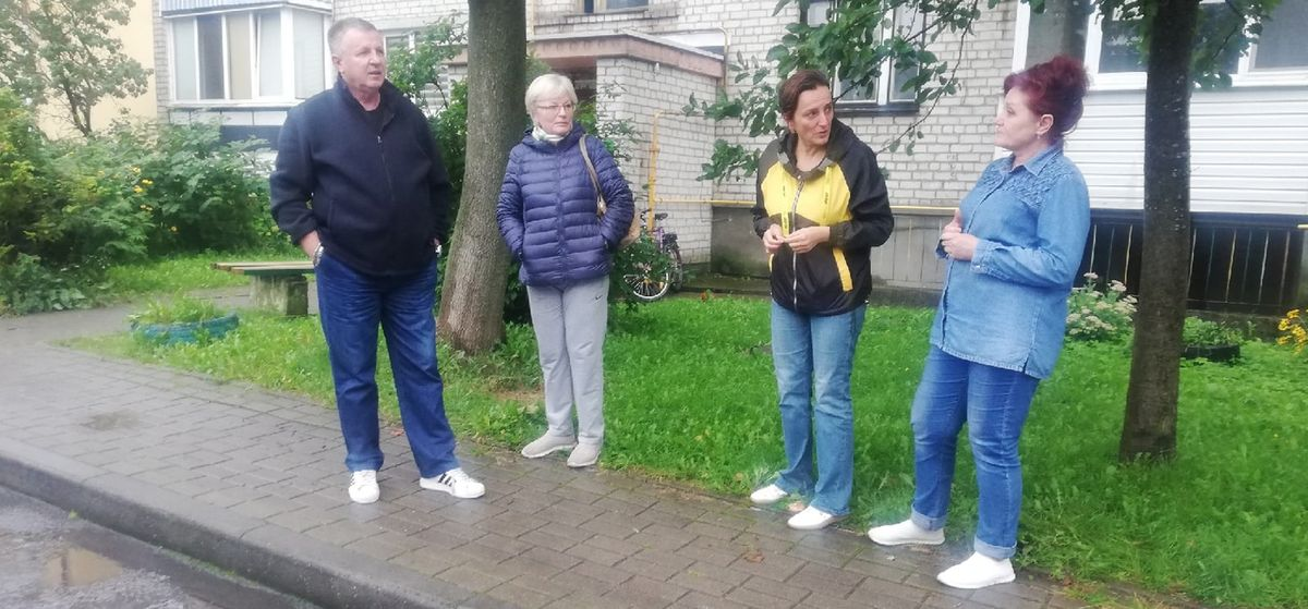 «Почему никто не думает о людях?». На стройку во дворе жалуются жильцы нескольких домов в Барановичах
