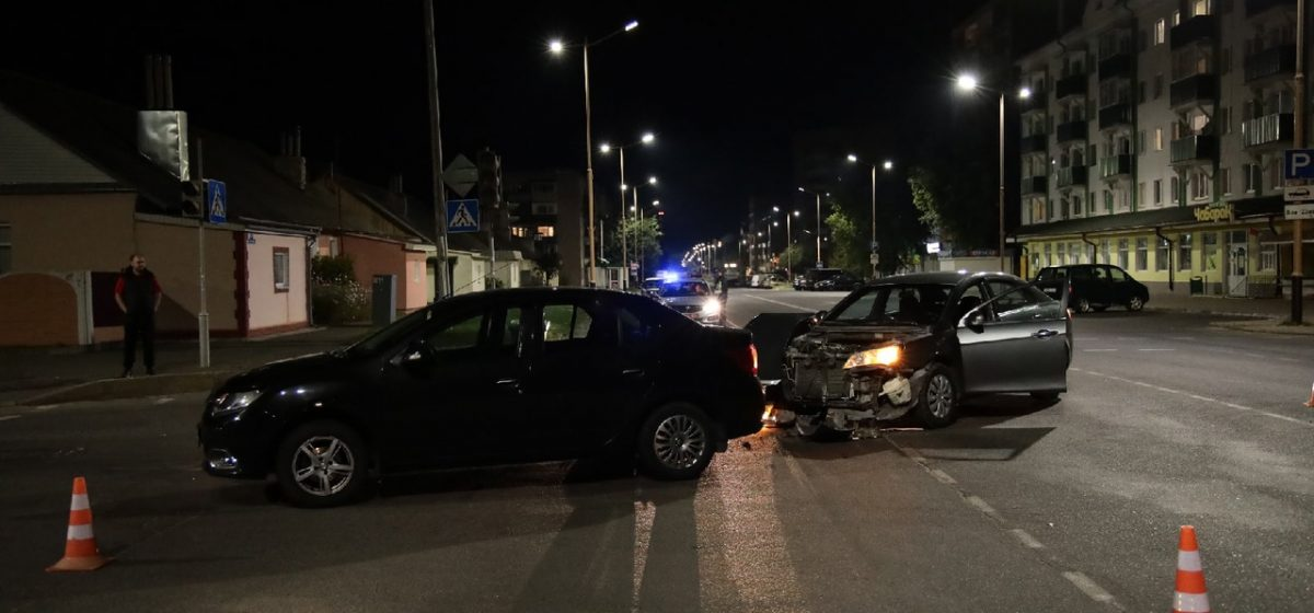 Renault не пропустил Geely на перекрестке в Барановичах