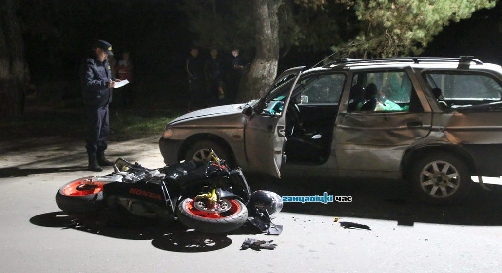 Мотоцикл Honda врезался в автомобиль Ford в Ганцевичах – байкер получил тяжелые травмы