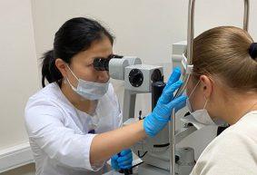 «Удаленка сказалась на здоровье глаз». Офтальмолог – о причинах помолодевшей дальнозоркости и проблемах фокусировки