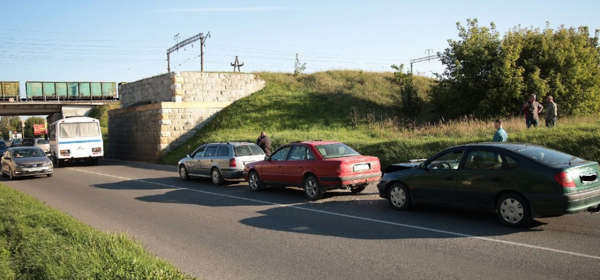 Очередное ДТП: паровозик из трех автомобилей в Барановичах