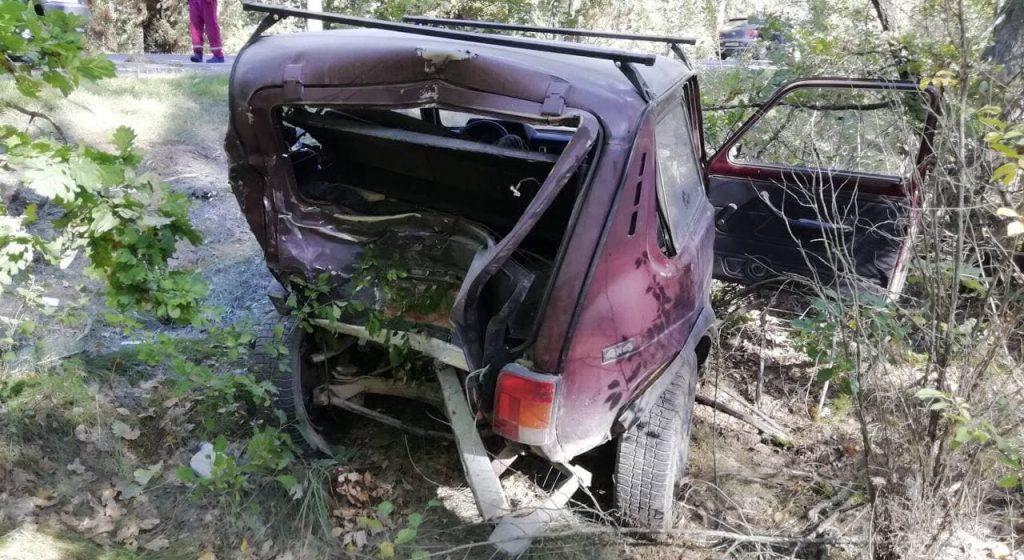 На трассе «Высокое – Слоним» водитель микроавтобуса уснул за рулем и врезался в ВАЗ. Один человек погиб