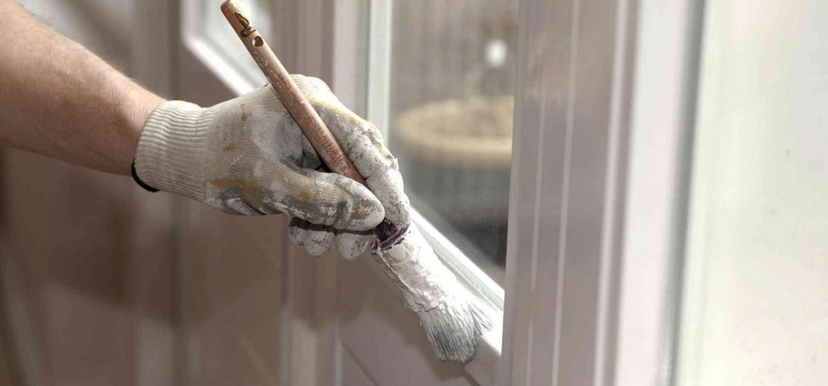 Лайфхак: Как покрасить деревянные окна, не испачкав стекла