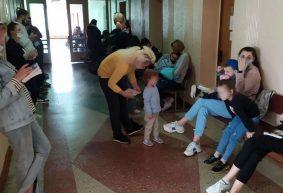 «Мам, долго нам еще?». Что происходит в барановичских поликлиниках с началом четвертой волны коронавируса