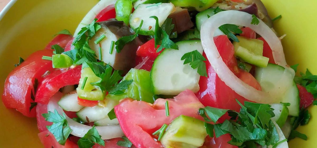 Вкусно и просто. Салат из овощей с пикантной заправкой