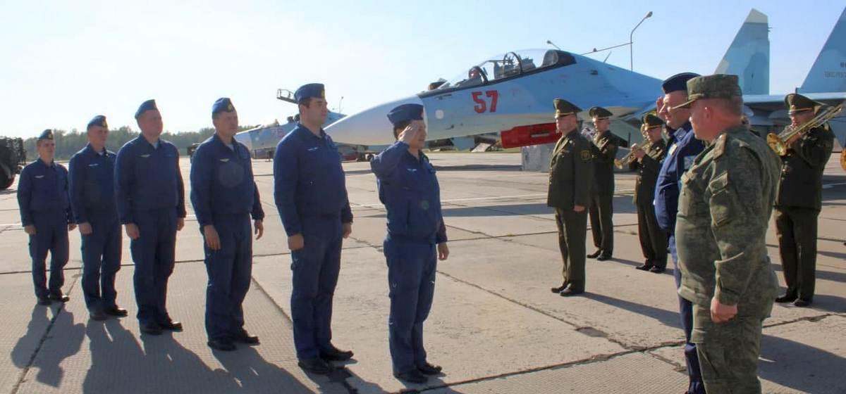 Российские Су-30СМ прилетели в Барановичи для несения боевого дежурства