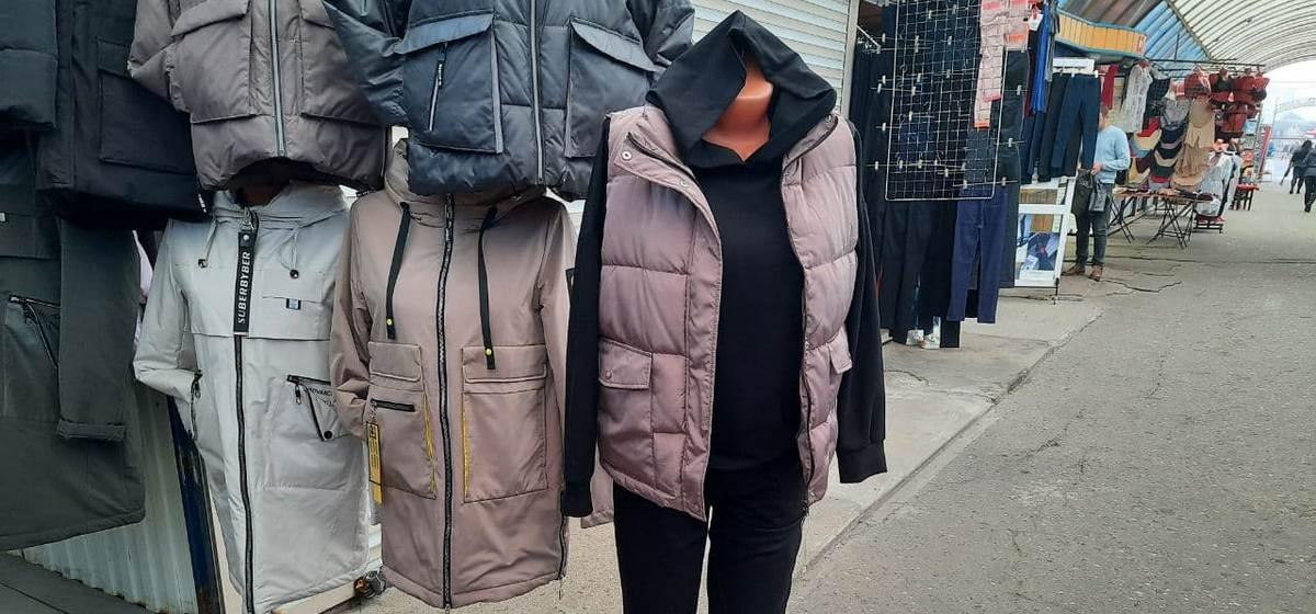 На каком рынке в Барановичах один и тот же комплект одежды стоит дешевле? Фоторепортаж