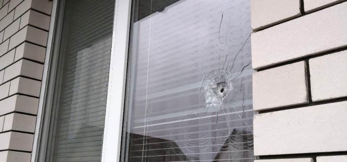 Тела пожилых супругов с огнестрельными ранениями из пистолета обнаружили в их доме в Малорите