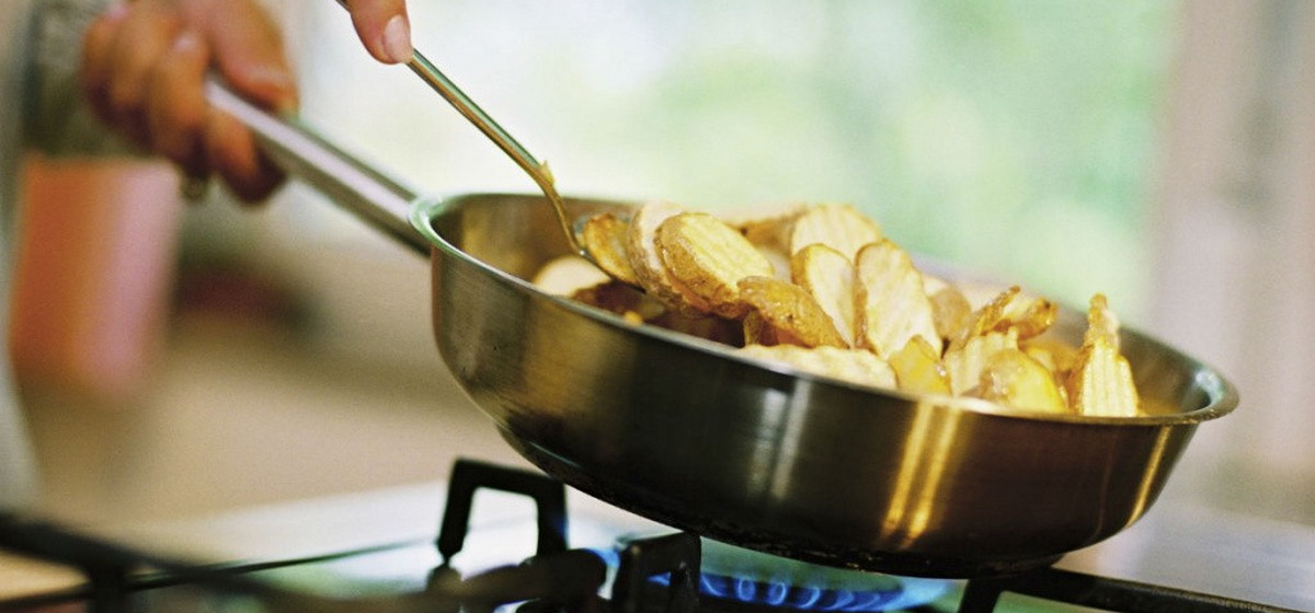 Лайфхак: Эффективные способы избежать пригорание еды к сковородке