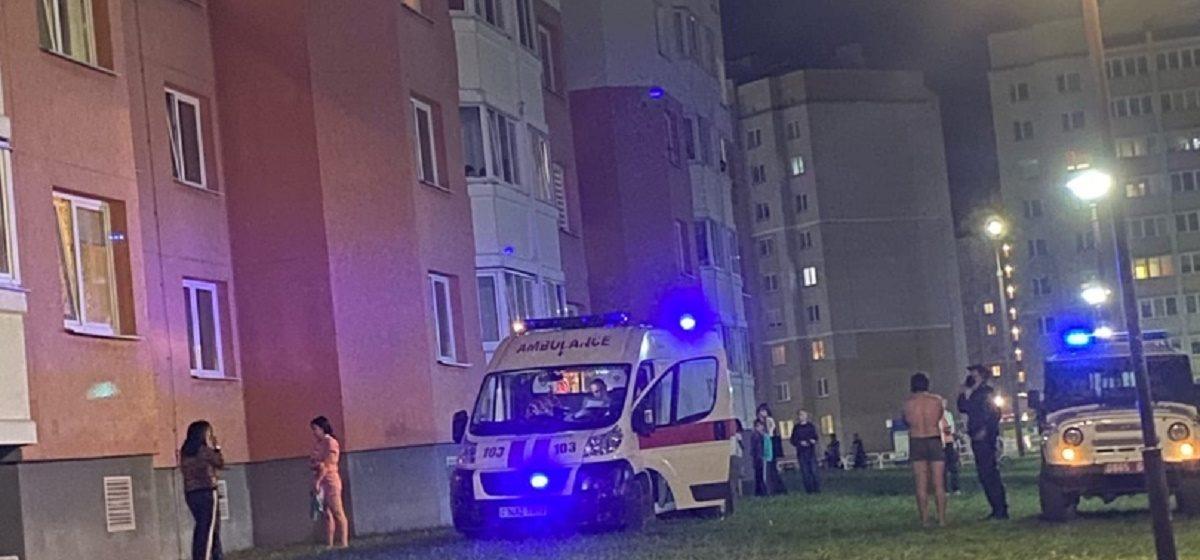 Стало известно, в каком состоянии находится женщина, которая выпала из окна 6 этажа в Барановичах