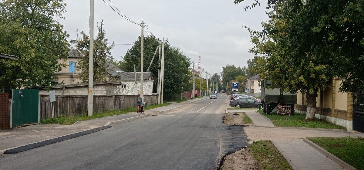 Заасфальтировали большую яму на участке улицы Свердлова в Барановичах. Фотофакт