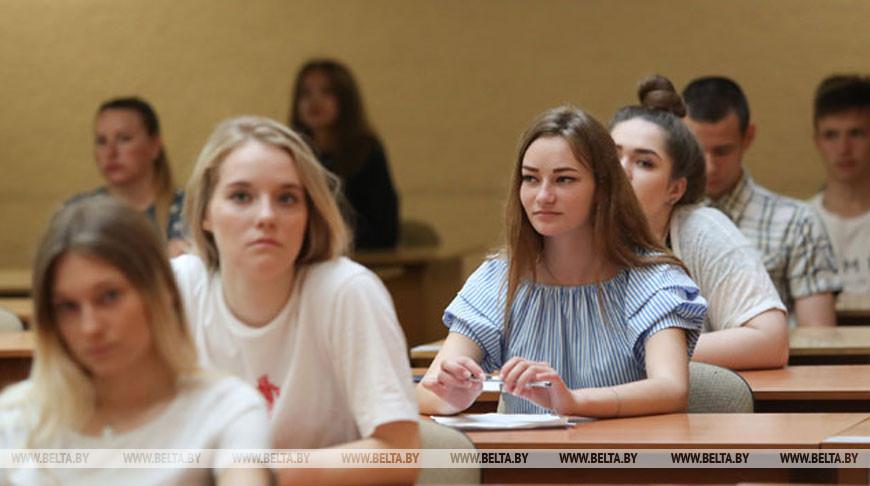 Стало известно, когда в школах Беларуси планируют ввести совмещенный с ЦТ единый экзамен