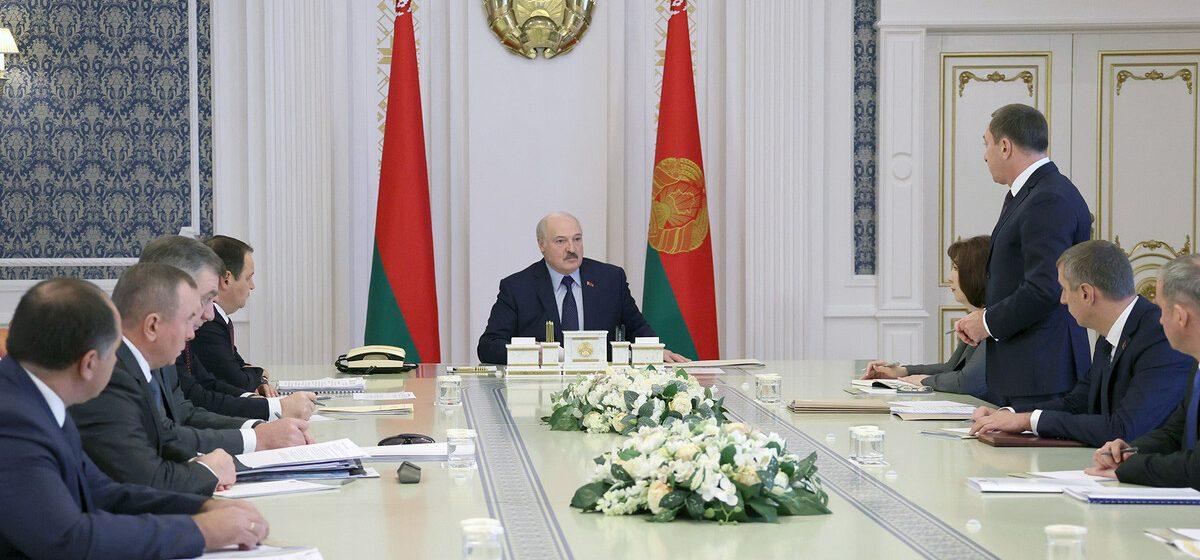 Лукашенко «не склонен драматизировать ситуацию» с санкциями и рассказал, кто победил на выборах