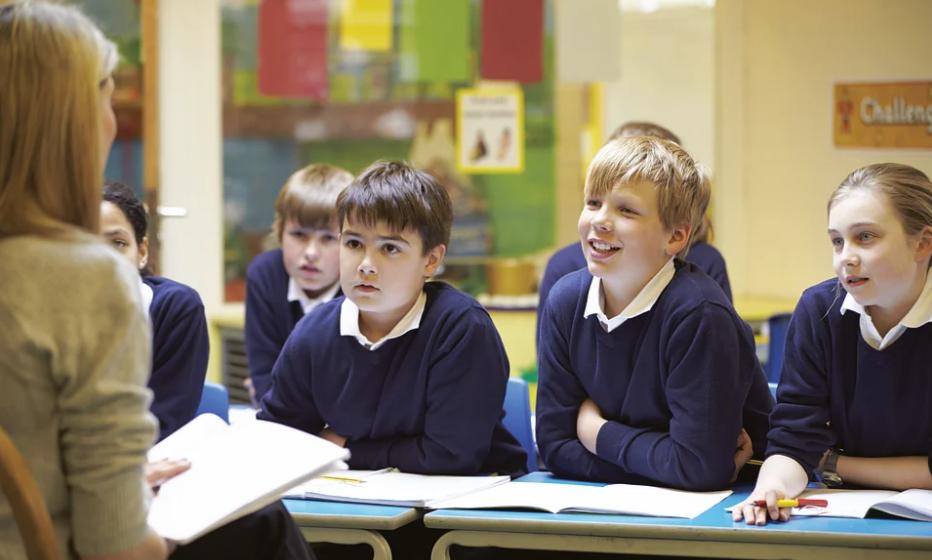 Белстат рассказал, сколько учеников приходится на одного учителя и какая средняя зарплата педагога в Беларуси