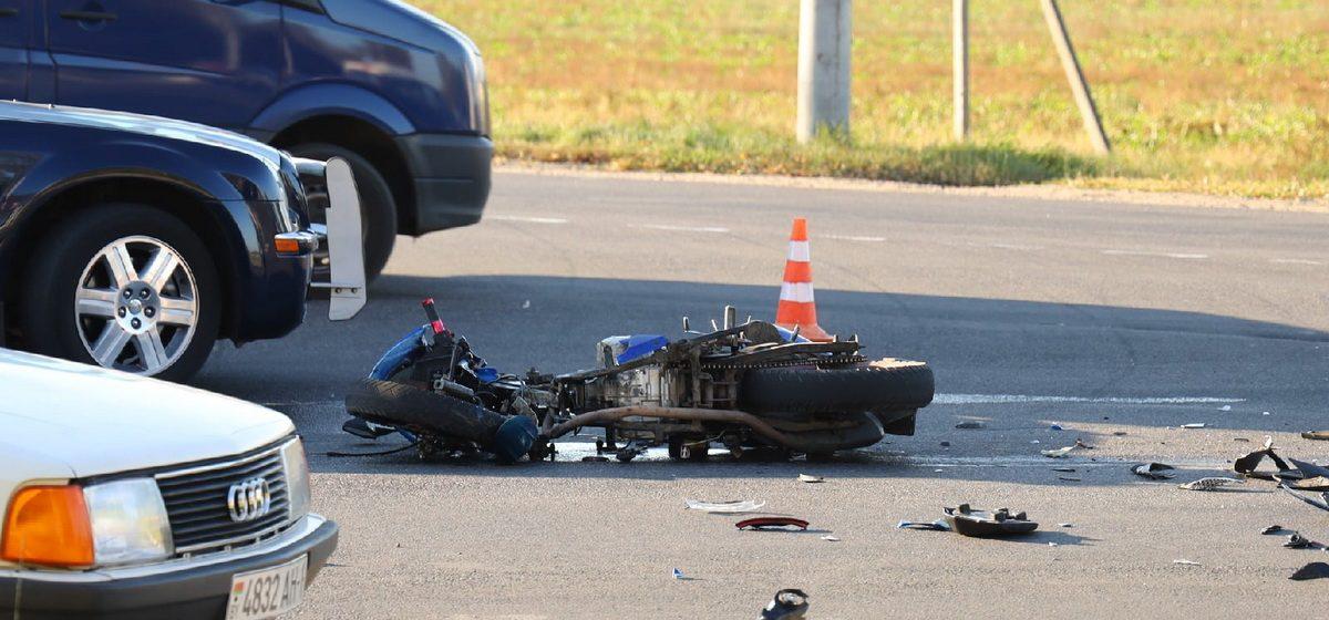 Мотоциклист и его пассажир пострадали в ДТП на въезде в Барановичи