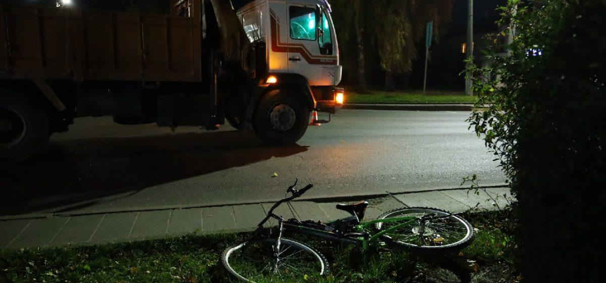 Грузовик MAN сбил подростка на велосипеде на пешеходном переходе в Барановичах