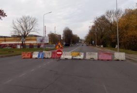 Проезд перекрыт уже от переезда. Что происходит на улице Пролетарской в Барановичах. Фотофакт
